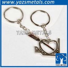 corazón de plata y metal de la flecha llaveros personalizados