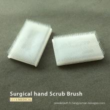 Utilisation chirurgicale de gommage de brosse à ongles en plastique