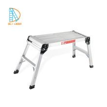 Escalera de aluminio grande plegable de dos pasos para subir a la plataforma del banco de trabajo
