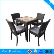 Chaises de salle à manger classiques de meubles de rotin et table en teckwood
