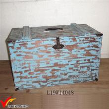 Caixa de troncos de madeira