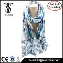 La flora del color azul imprimió la bufanda muy suave del diseño de la manera de la señora