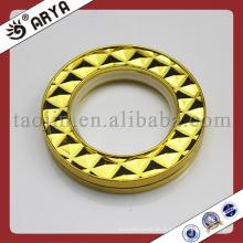 Gold Vorhang Ringe und Ösen