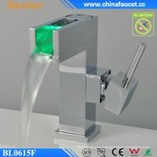 Cuarto de baño Diseño LED Luz Control de temperatura Automático Faucet
