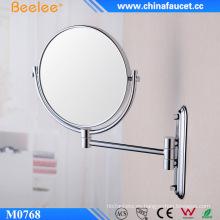 Mujer de moda maquillaje espejo de pared lateral doble