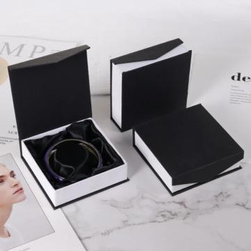 Boîte à bijoux noire et blanche pour bracelet
