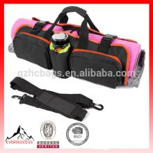 La bolsa de la estera de la yoga con los extremos abiertos, el bolsillo móvil y el tenedor de la botella de agua