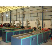 Linha de produção de perfis de madeira e plástico