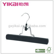 Деревянная вешалка для брюк с войлочным внутренним отделением