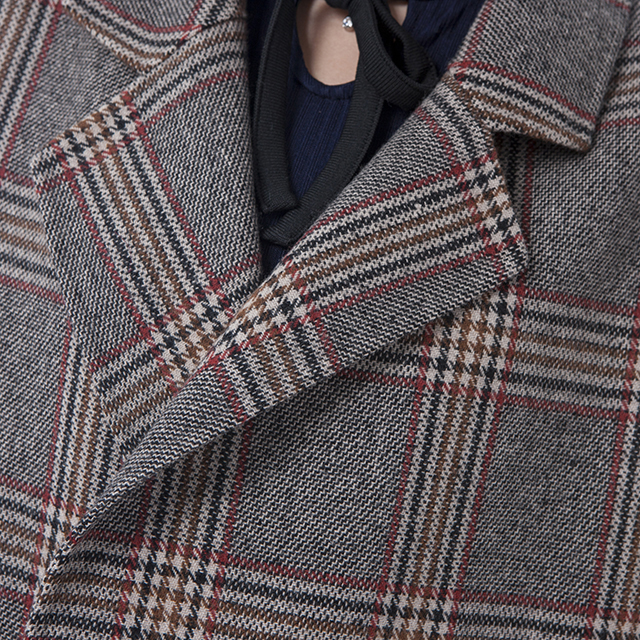 The collar of fashionable wool collar cashmere overcoat