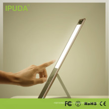 Lámpara de mesa LED de producción de ojo de marca IPUDA con luz de antorcha