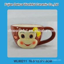 Lindo copo de cerâmica de macaco