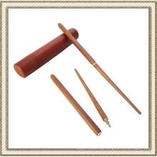 Dobradura de pauzinhos de madeira com bolsa de transporte de madeira redonda