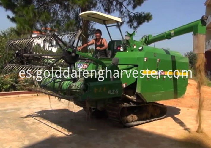 self-propelled rice harvester--Unloading 710 500