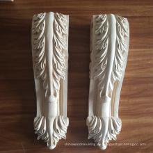 Material de la madera y tallado. Ménsulas de madera grabadas. Capital de madera.