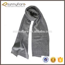 écharpe élégante de cachemire de tricot de câble d'hiver gris pour des hommes