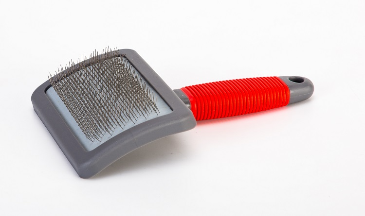 XL T-Shape Slicker Brush with Rubber Grip