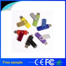 En la acción giro de memoria flash USB OTG con muestra gratuita