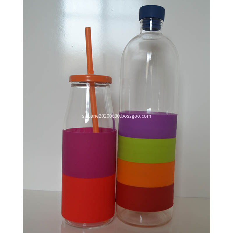 Portable silicone water bottle holder