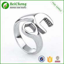Moda de plata chapado en acero inoxidable diseño de anillo de hombre