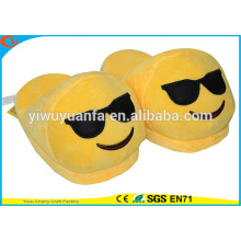 Hot Sell novedad diseño Cool peluche Emoji zapatilla con gafas negras