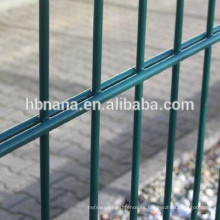 Valla de malla de alambre revestida de PVC 2D / Fabricación de paneles de cerca de 656 868 mallas
