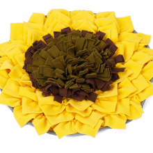 Pet sniffing pad sunflower flower type sniffing and licking pad