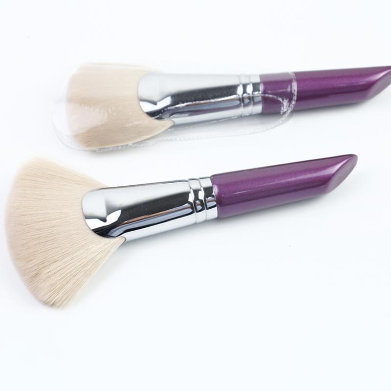 fan makeup brush use