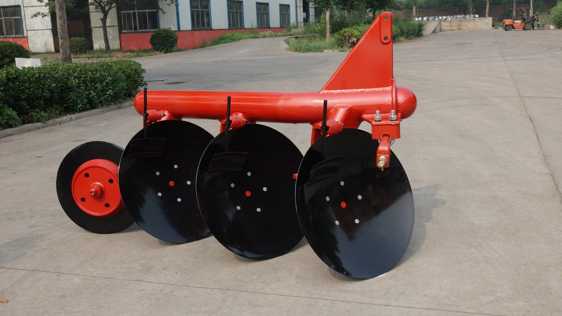 Disc Plough with Scraper blade