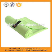 mayoristas china brillante verde Sports & travel use toalla de microfibra de gamuza con gancho