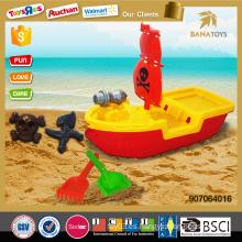 La arena caliente de la arena del artículo juega el barco pirata con la pala plástica