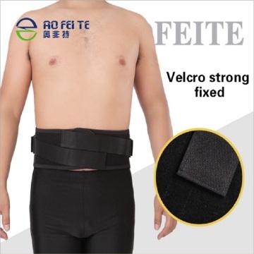 Hombres y mujeres que calientan la correa de cadena de la cintura