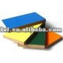 Los gabinetes de los cuartos usaron el tablero MDF melamínico coloreado