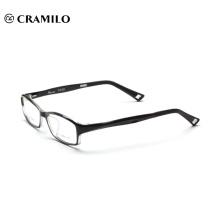 Diseño de gafas de montura óptica de titanio puro.