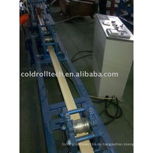 Schaum-Aluminiumrollladen, der Maschine bildet