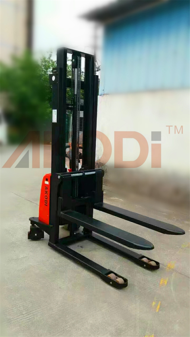 Warehouse Pallet Stacker