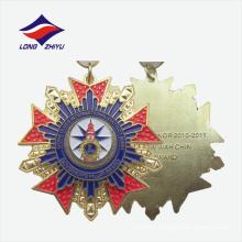Полируя изготовленный на заказ Размер уникальный дизайн декоративной золотой медали