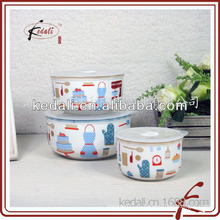 Красивая декаль керамической чаши с крышкой