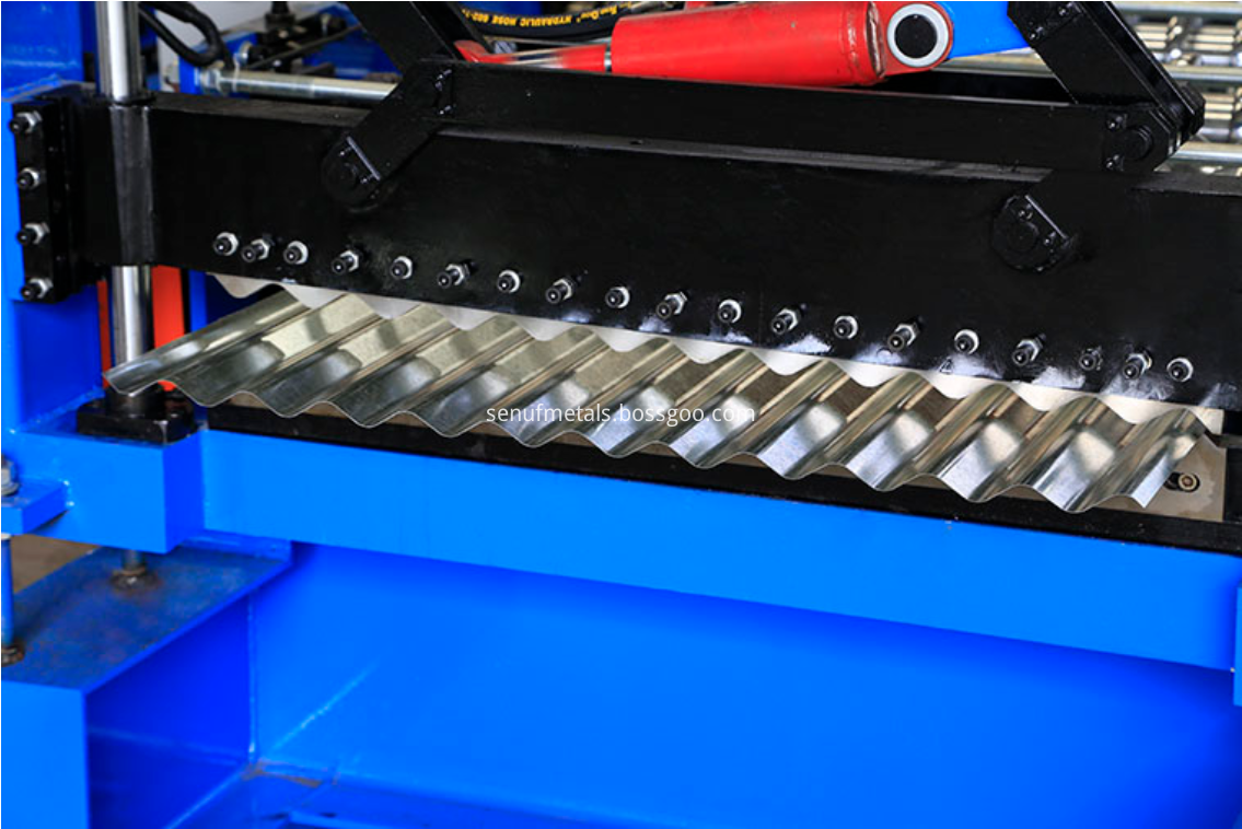 Corrugated roof sheet forming machine post cut