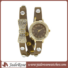 Relógios de quartzo com pulseira de couro de chegada personalizada para mulheres Relógios de liga