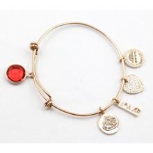 Bracelet de mode en gros d'usine avec des charmes