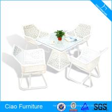 Tabela de café e cadeiras luxuosas brancas da mobília ao ar livre do Rattan