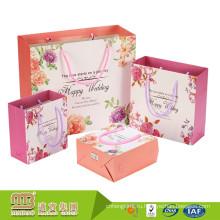 Alibaba Оптовая фантазии дизайн Прокатанные Лоснистые Персонализированные бумажные мешки подарка для свадьбы