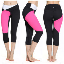 Capris sem emenda preto e cor-de-rosa dos esportes, Capris sem emenda da compressão de 3/4 perneiras, calças sem emenda da aptidão