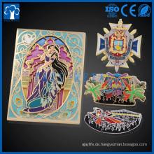 Großhandel benutzerdefinierte Metall Glas, Glühen, Glitter, Cartoon Emaille Revers Pins