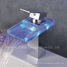 Grifo de lavabo del mezclador de LED del grifo de agua del color del poder del uno mismo 3 (QH0818FP)