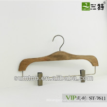 SUMTOO 7611 hot sale antique brass parts old fashion wood hangers for pants with clips