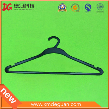 Venta al por mayor de prendas de vestir personalizadas de plástico colgador de tela
