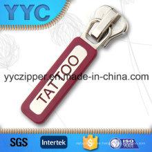 Personalizado de goma tirador metal deslizante para pulseras con nombre de marca