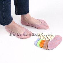 Hermoso arco iris patrón mujeres invisibles de corte bajo calcetines